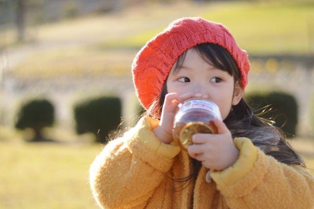 子供の水分補給にはノンカフェインを